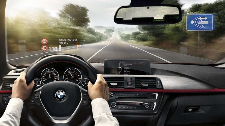 hud on bmw 3series moi Công nghệ màn hình hiển thị trên kính lái của BMW