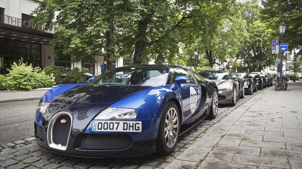 Hành trình của 11 siêu xe Bugatti Veyron