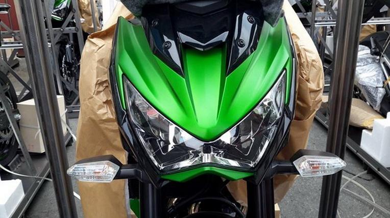 Kawasaki Z800 đã cập cảng Việt Nam, giá bán 360 triệu đồng