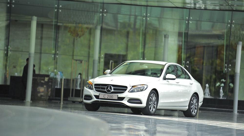 Mercedes-benz-C200-(11).jpg