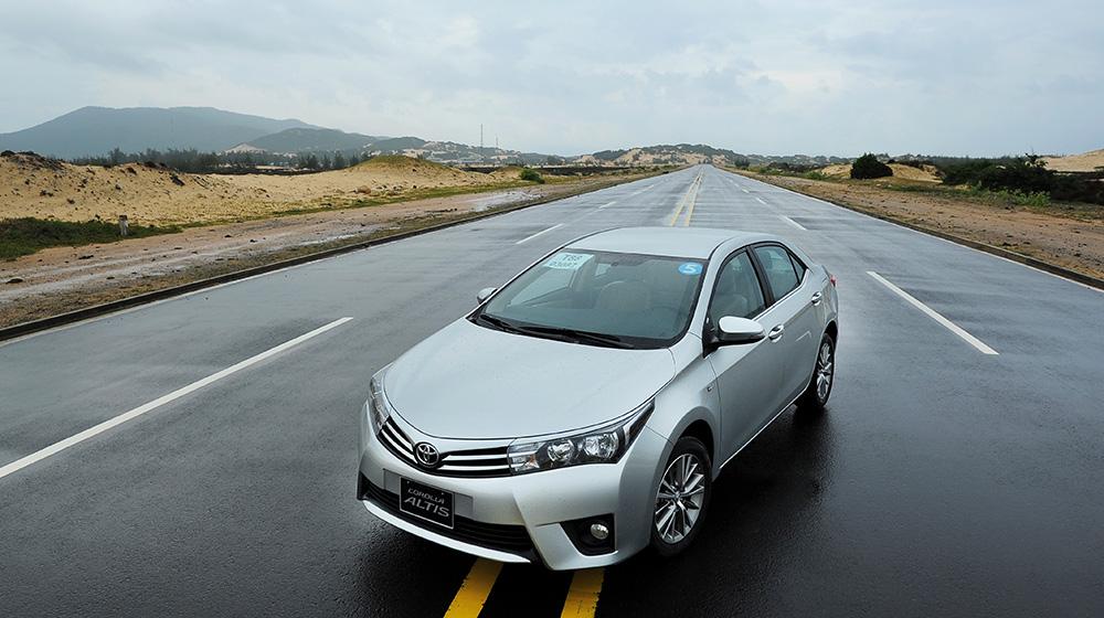 Corolla-Altis-2014-7-1.jpg