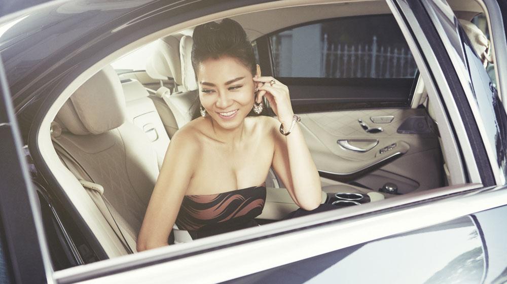"""""""Nữ hoàng nhạc Dance"""" đọ sức nóng với xe hạng sang S-Class"""