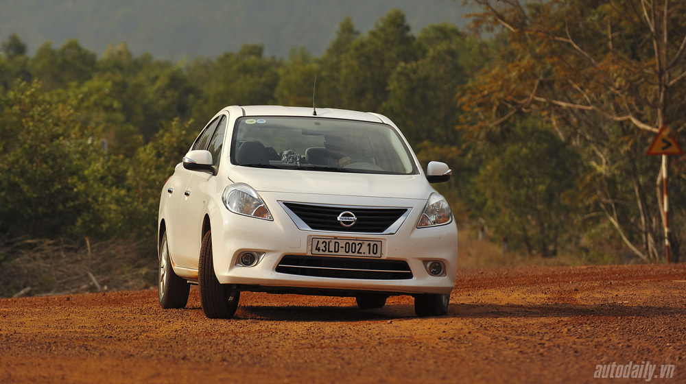 Nissan Sunny (17).jpg