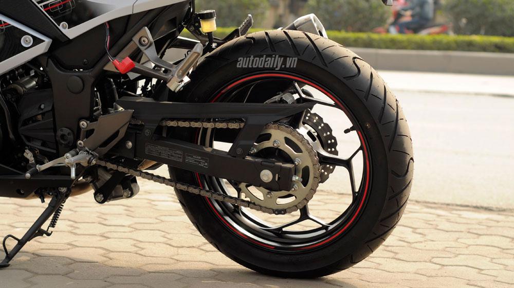 Kawasaki Ninja 300 ABS (13).jpg