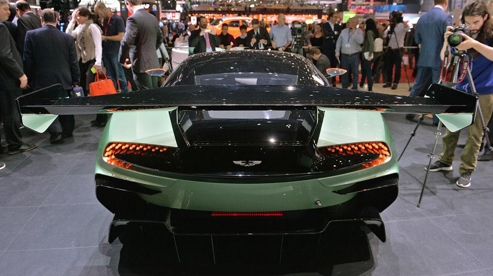 08 aston martin vulcan geneva 1 Chiêm ngưỡng những chi tiết độc và lạ trên Aston Martin Vulcan