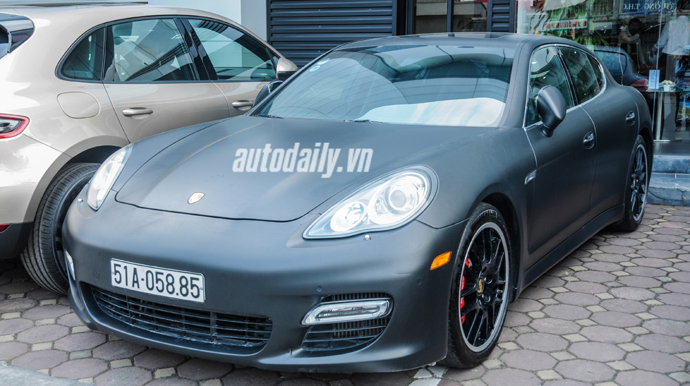 Xe Porsche hơn 8 tỷ của Hà Hồ bất ngờ xuất hiện tại Hà Nội
