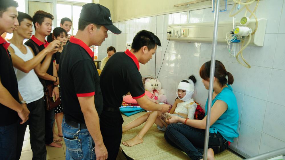 Mazda3 Club Việt Nam làm từ thiện tại Viện Bỏng Quốc gia
