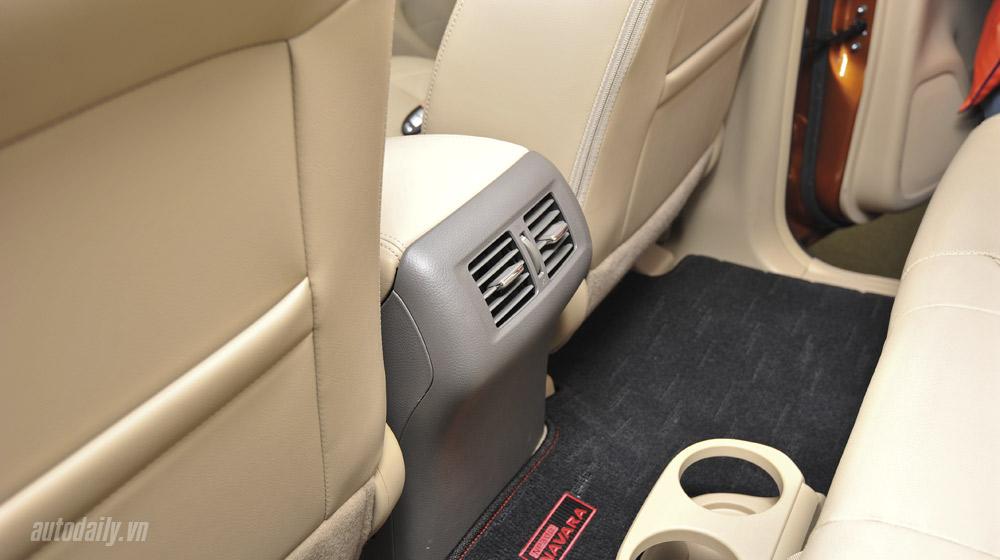 Nissan Navara noithat (4).jpg