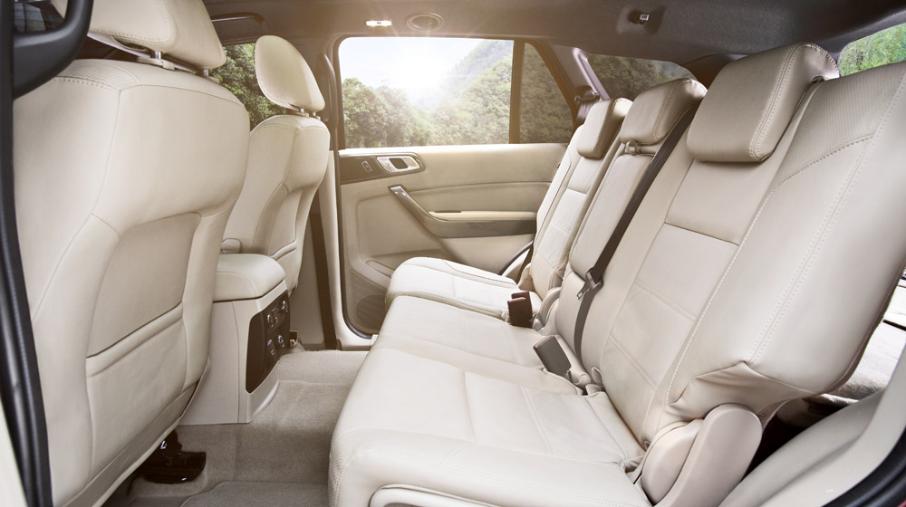 New-Ford-Everest-Interior-3-Flaxen.jpg