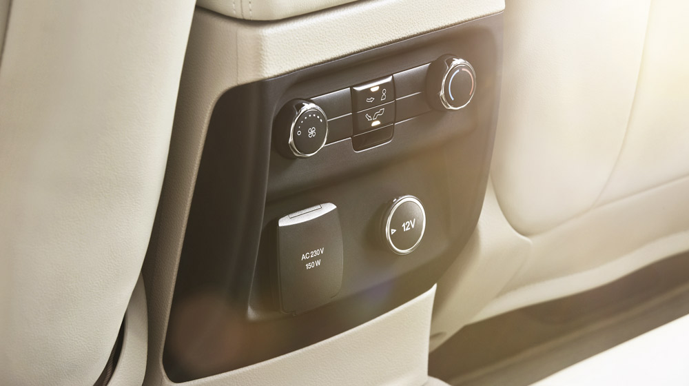 New-Ford-Everest-Power-Outlet-Flaxen.jpg