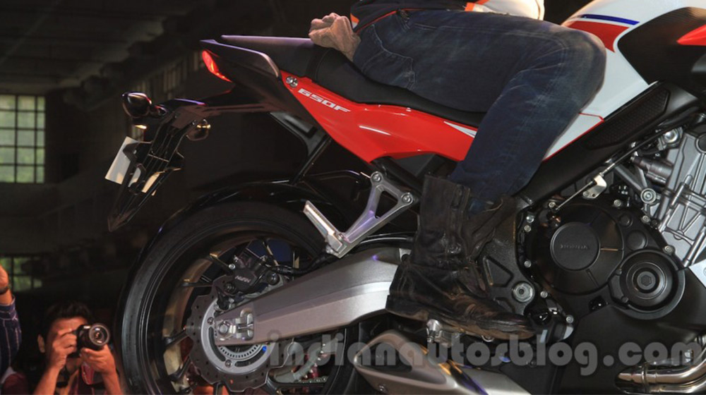 2015-Honda-CBR-650R-rear-fairing-launched-900x600.jpg