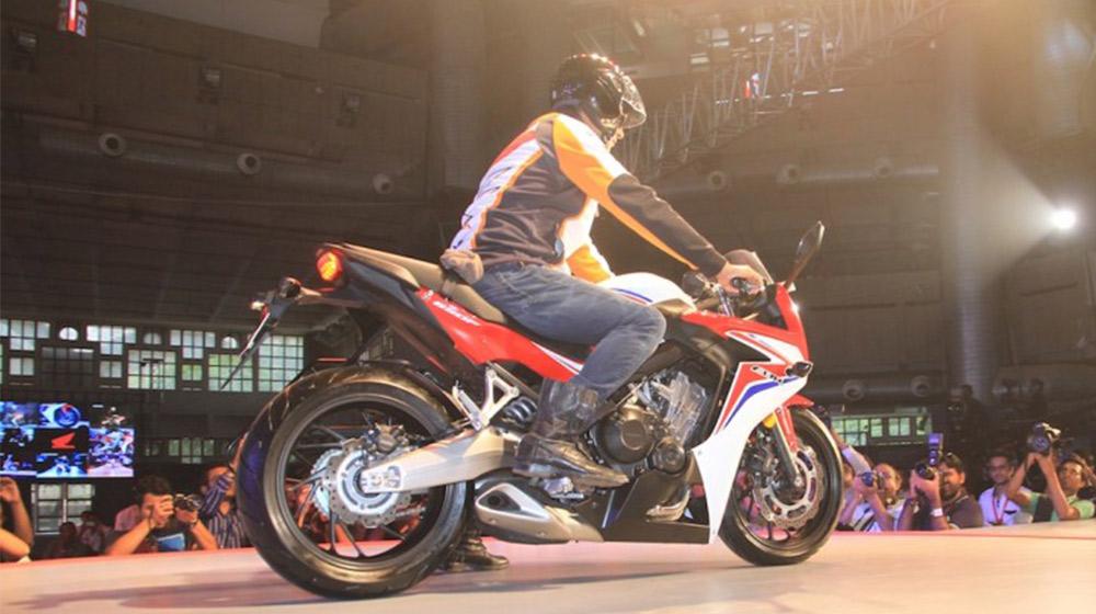 2015-Honda-CBR-650R-rear-quarter-launched-900x600.jpg