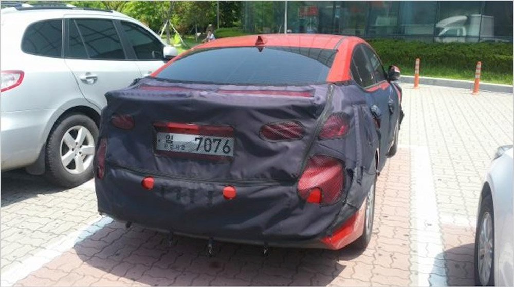 2016-Hyundai-Elantra-spied-rear-South-Korea.jpg