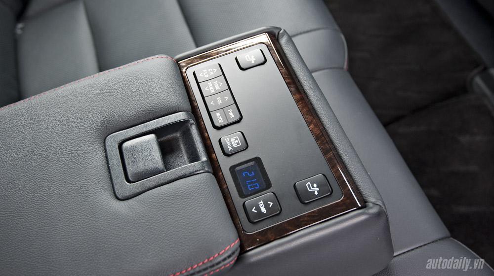 Peugeot_508_vs_Toyota_Camry (9).jpg