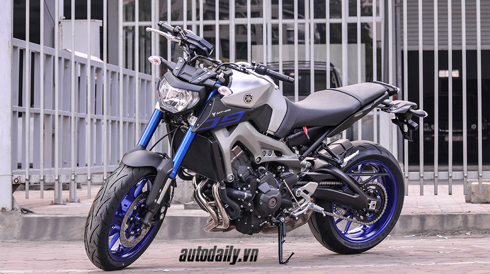 Yamaha MT-09 2015 (5).jpg