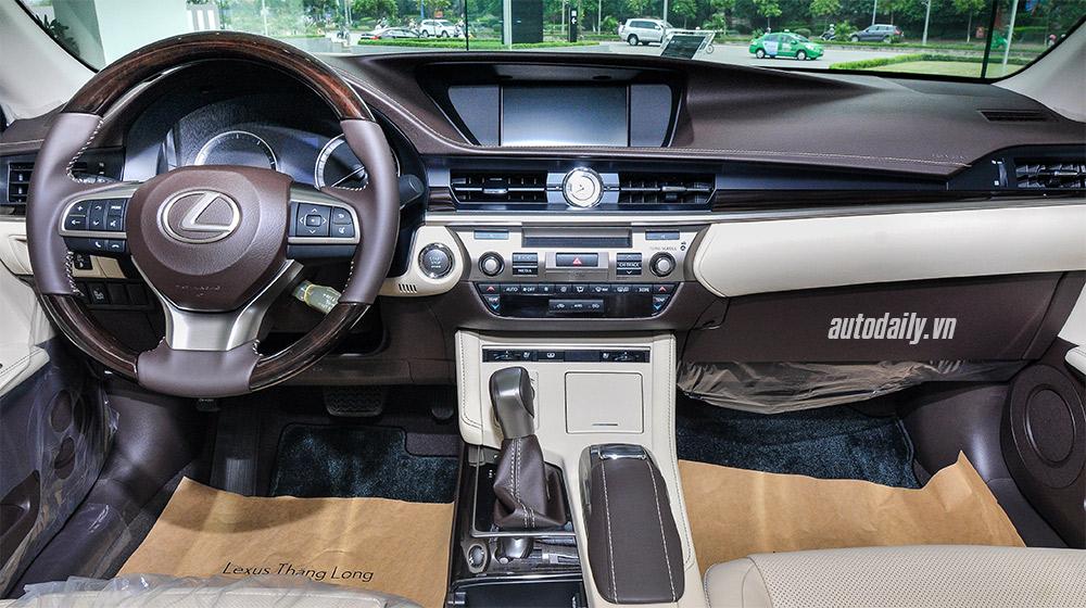 Lexus ES 2016 (17).jpg