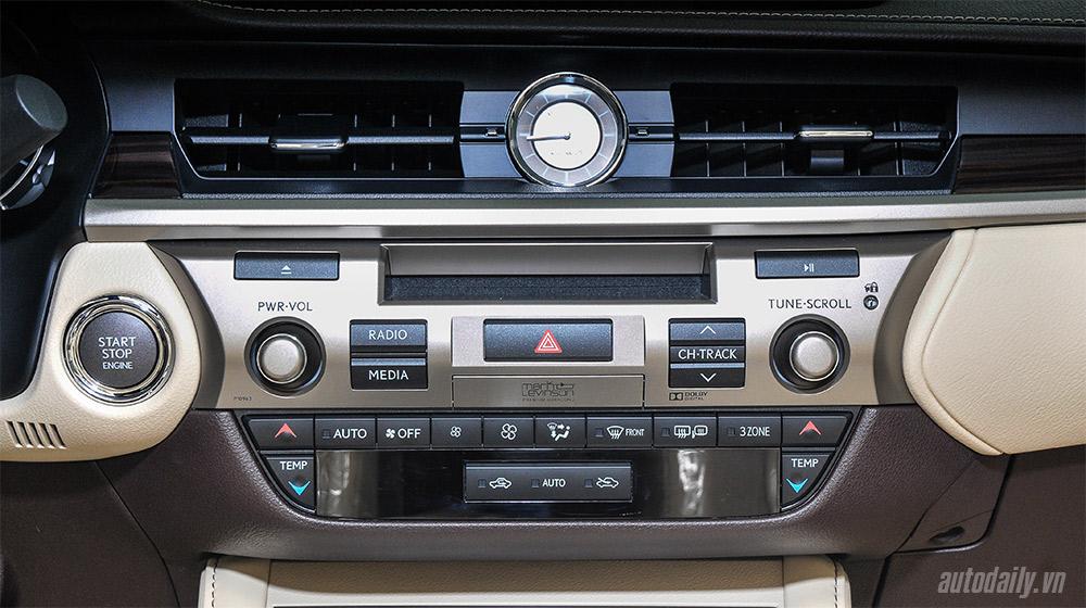 Lexus ES 2016 (18).jpg