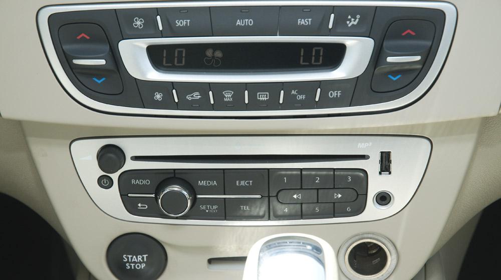 Renault Megane Hatchback_03.jpg