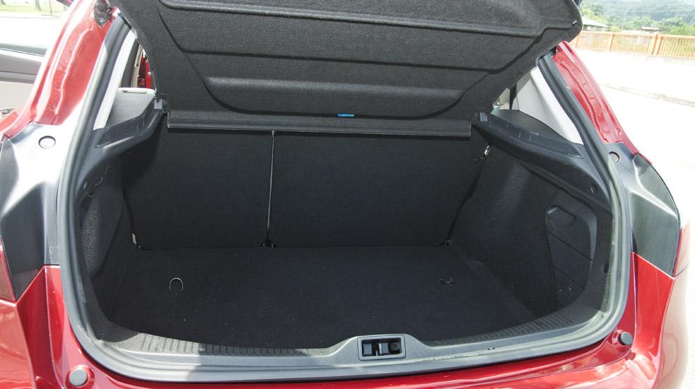 Renault Megane Hatchback_11.jpg