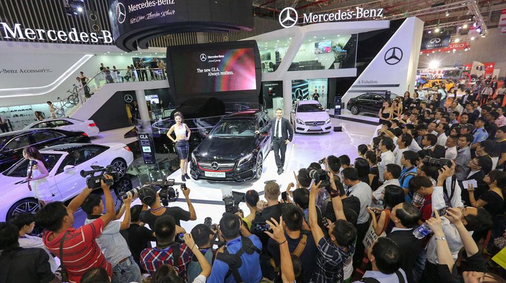 Gian-hang-cua-Mercedes-Benz-luon-thu-hut-nhieu-su-quan-tam-cua-cong-chung.jpg