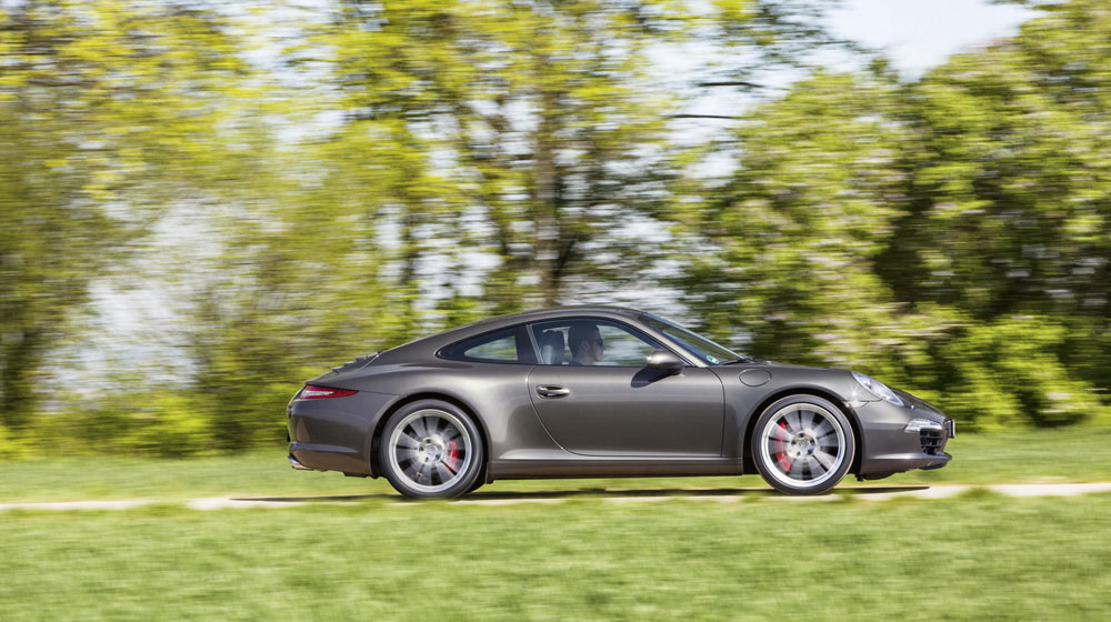 Porsche lập kỷ lục mới về doanh số