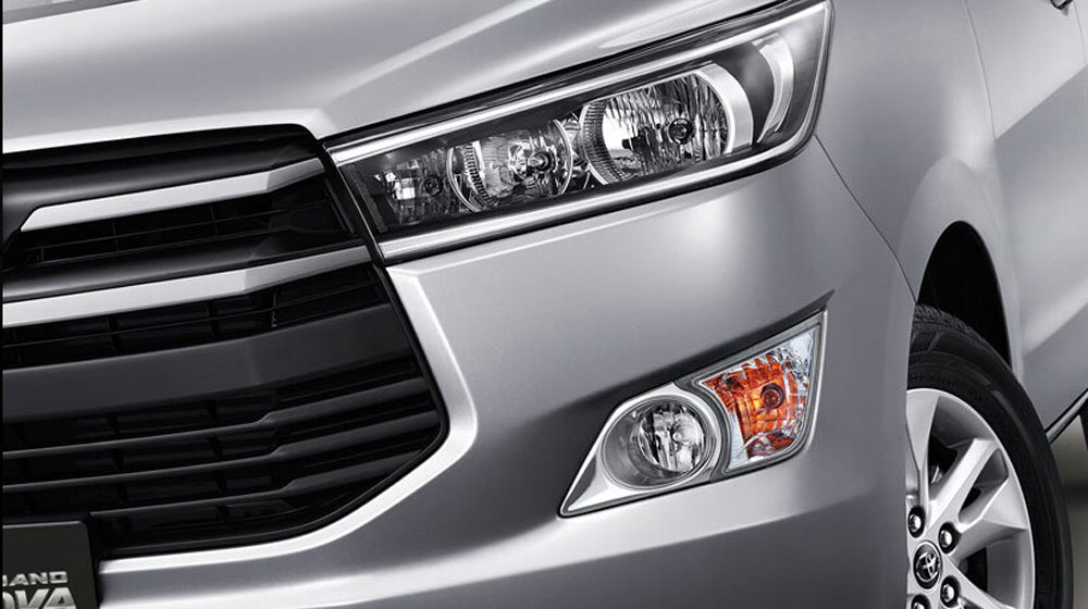 2016-Toyota-Innova-headlights-press-images.jpg