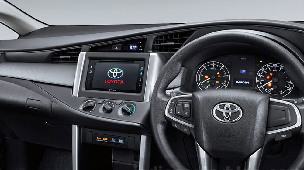 2016-Toyota-Innova-manual-AC-press-images-1.jpg