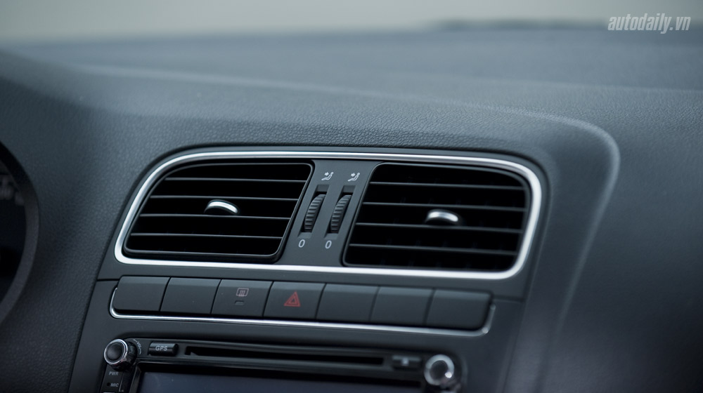 Volkswagen-Polo-Sedan-Test-Drive (25).jpg