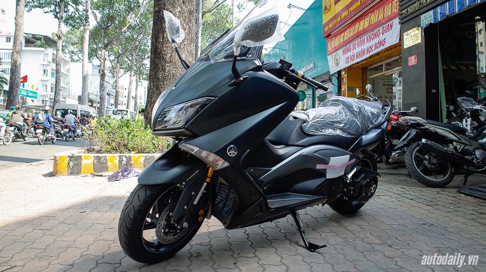 Ảnh chi tiết Yamaha TMax Iron Max tại Việt Nam