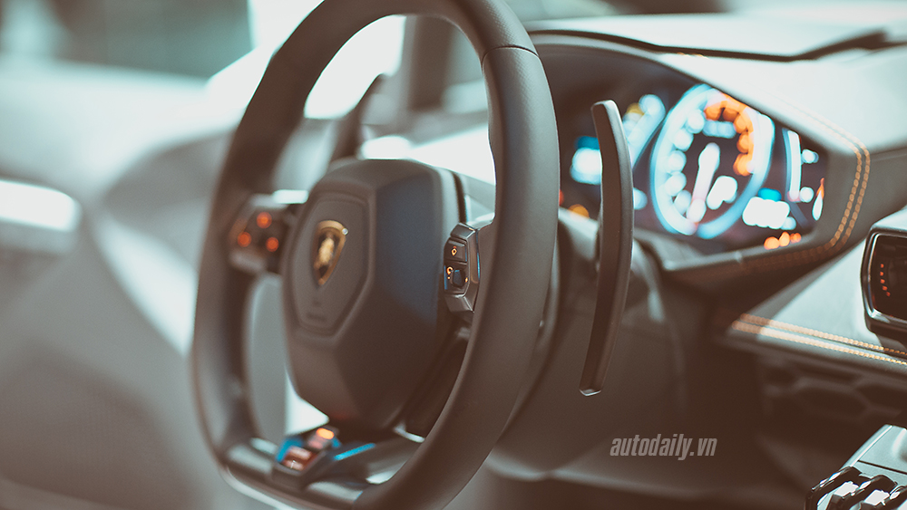Cận cảnh Lamborghini Huracan chính hãng thứ hai tại Hà Nội