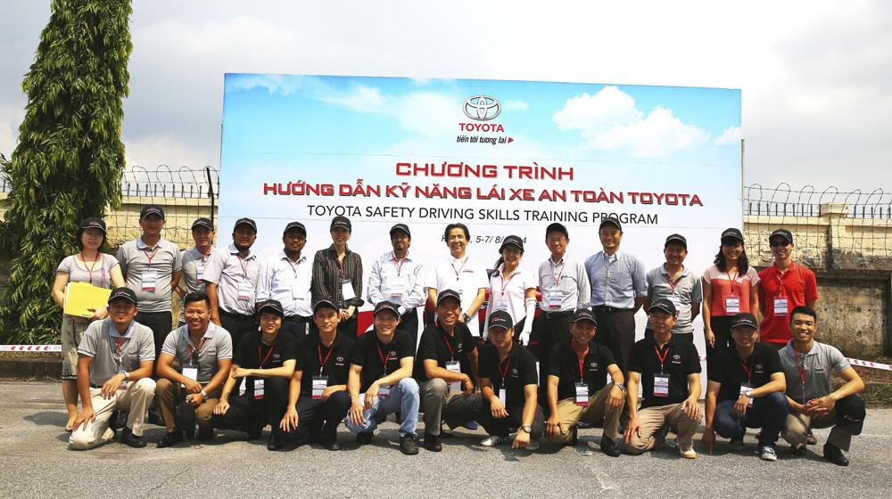 Hướng dẫn kỹ năng lái xe an toàn cùng Toyota