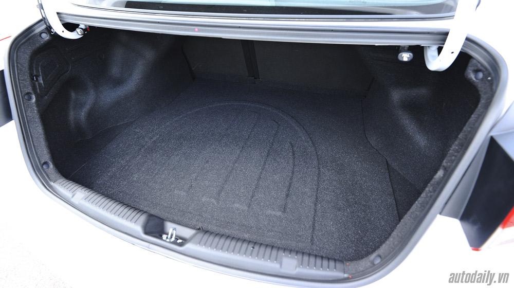 Hyundai-Elantra (56).jpg