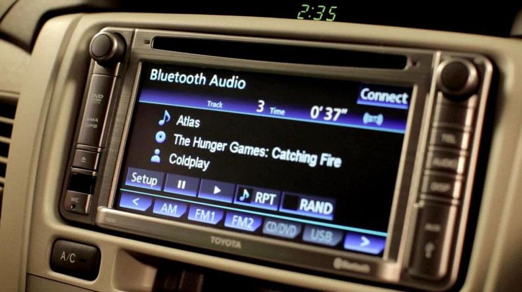2014-Toyota-Innova-Limited-Edition-Touchscreen-Audio-System.jpg