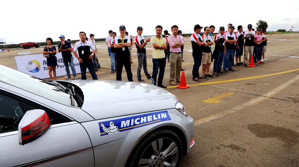 Trải nghiệm 17 mẫu xe Mercedes-Benz tại Đà Nẵng - 4