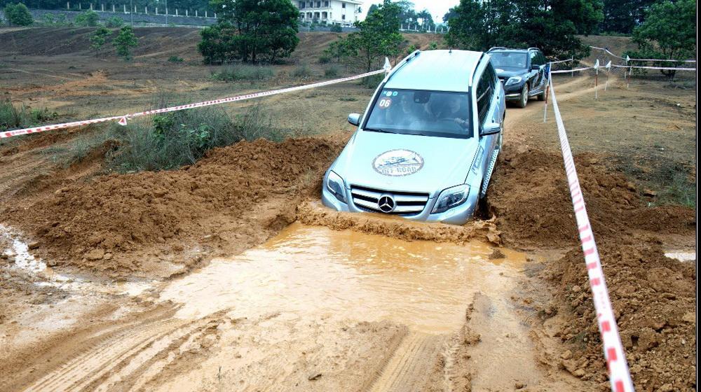 Kha nang loi nuoc cua cac dong SUV cung duoc khai thac o chuong trinh lan nay.jpg