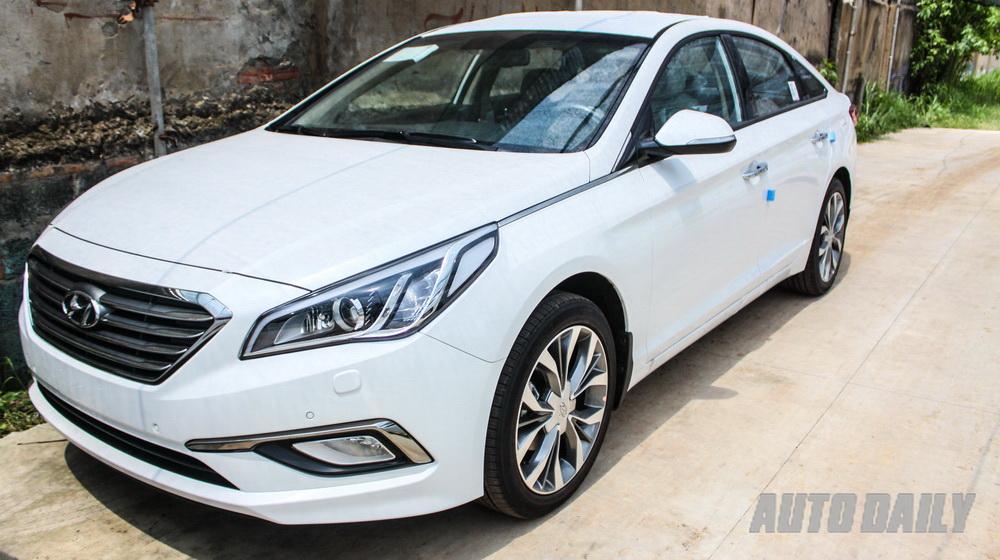 Hyundai Sonata 2015 giá 1,05 tỷ đồng tại Sài Gòn