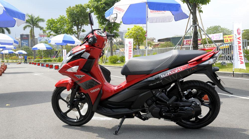 """Ra phiên bản mới, Honda Air Blade tiếp tục """"đè"""" Yamaha Nouvo - 2"""