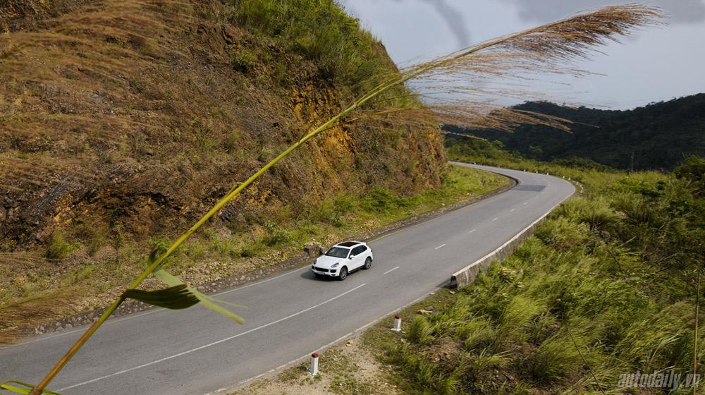 """Hành trình """"tìm gió"""" cùng Porsche Cayenne 2015 - 1"""