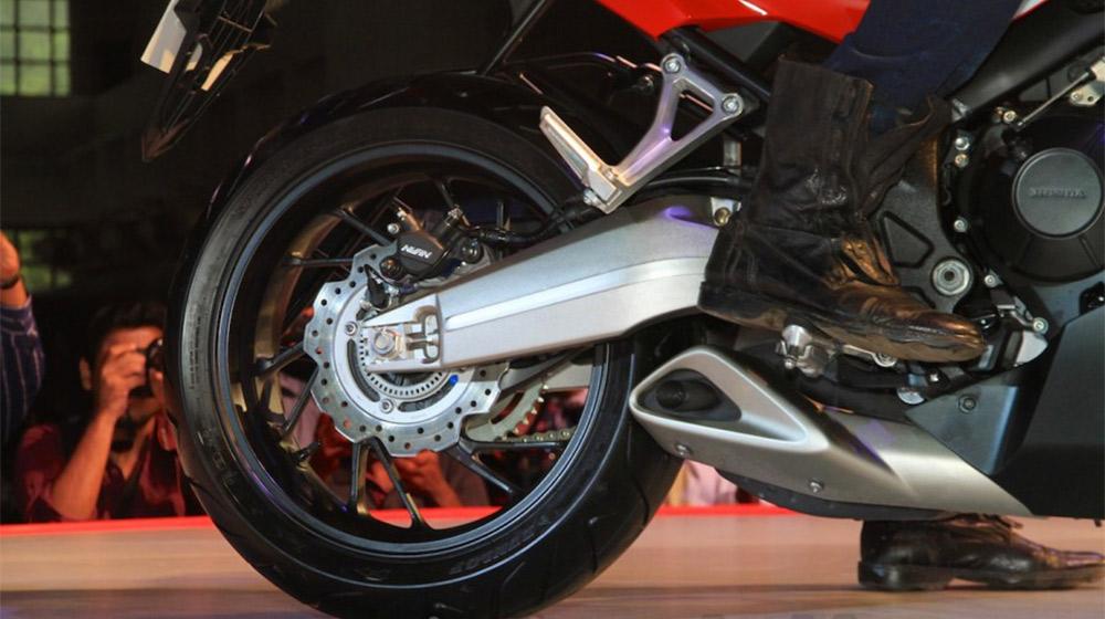 2015-Honda-CBR-rear-wheels-650R-launched-900x600.jpg