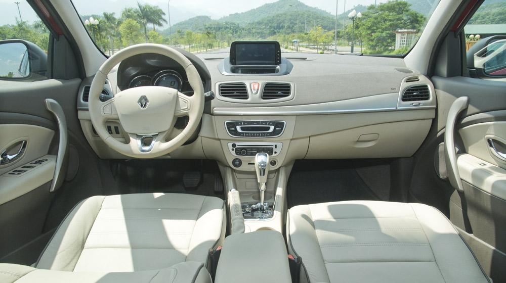 Renault Megane Hatchback_02-1.jpg