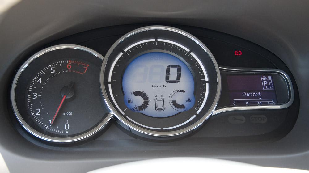 Renault Megane Hatchback_06.jpg
