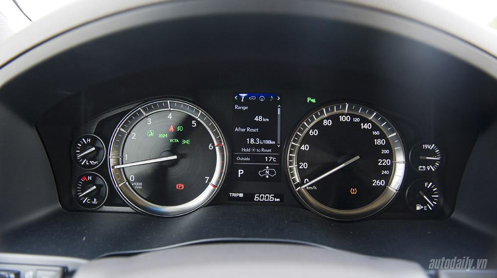 Lexus LX570 (39).jpg