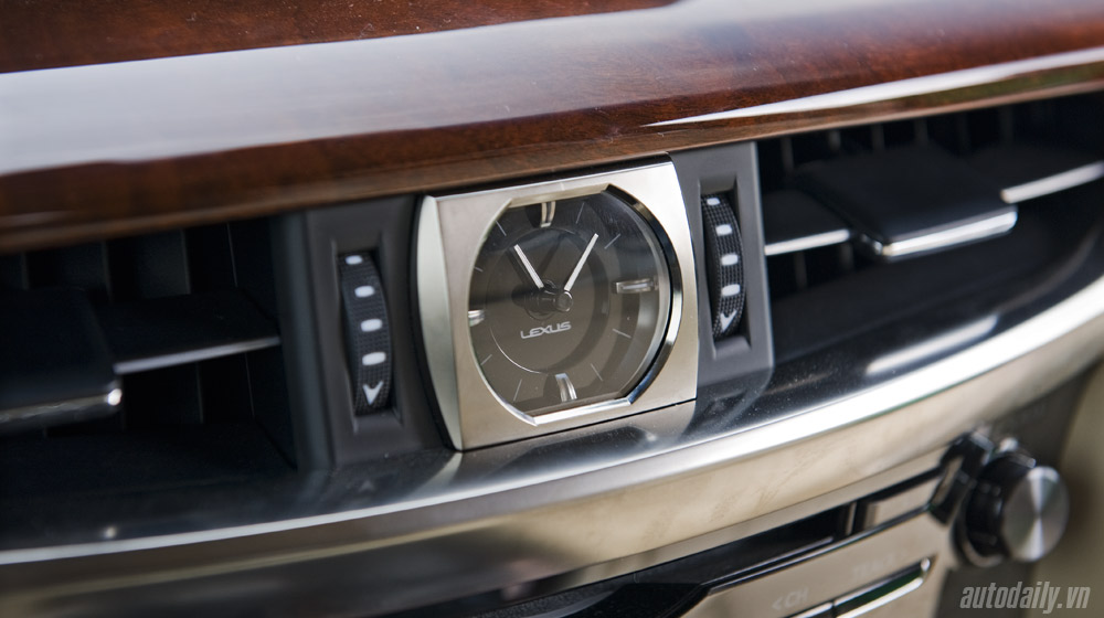 Lexus LX570 (45).jpg